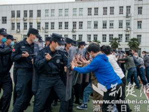 湖北京山公安开展应急处突演练 推进春季练兵